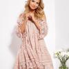 SCANDEZZA Pudroworóżowa sukienka cold shoulder z koronką i cekinowym haftem - zdjęcie 1
