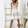 SCANDEZZA Beżowa sukienka boho z ażurowymi wstawkami - zdjęcie 6