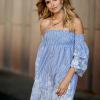 SCANDEZZA Niebieska sukienka w paski - zdjęcie 2