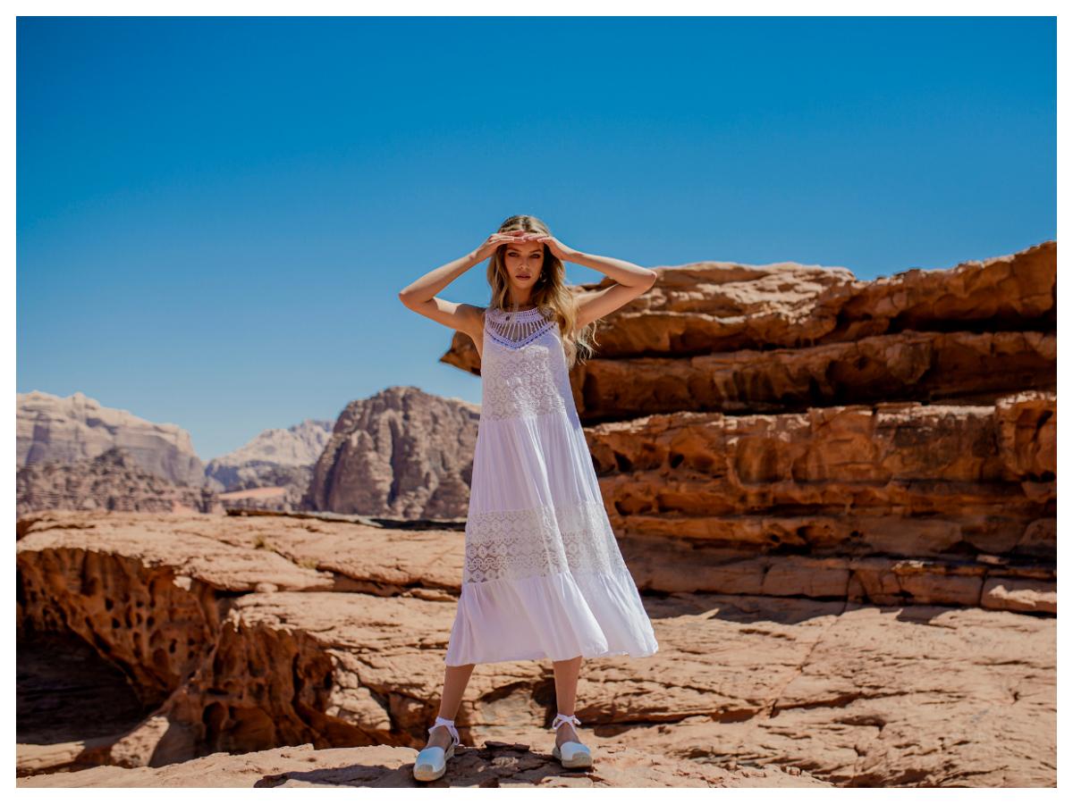 ażurowe sukienki na lato na ramiączkach